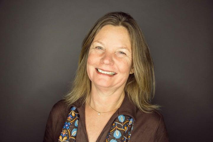 Annette Fischer Headshot